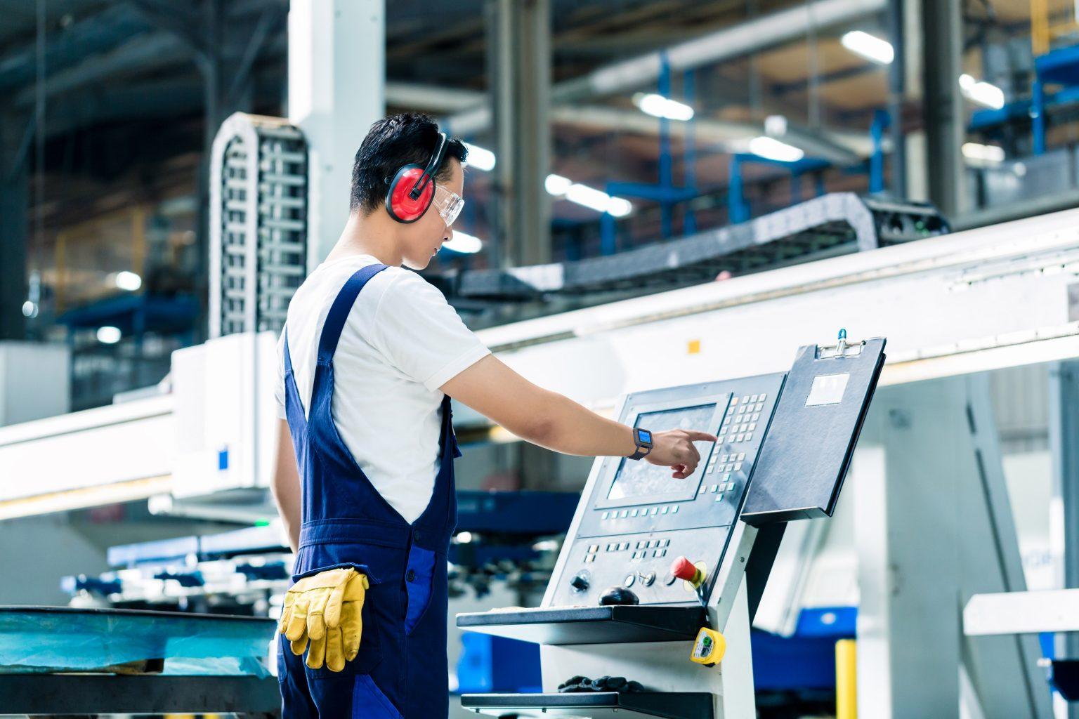4 Dinge, die bei der Mehrmaschinenbedienung zu beachten sind